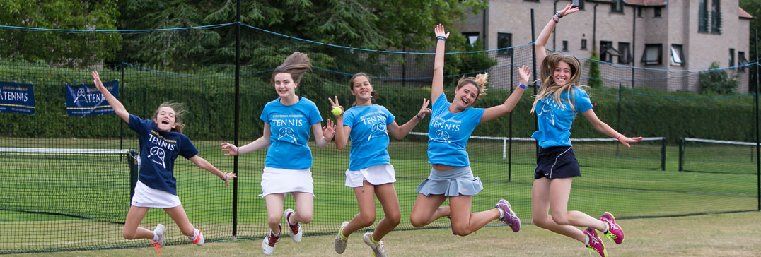 Chicas en el Oxford Tennis Camp