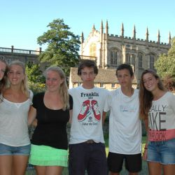Jugadoras en frende del Christ Church College